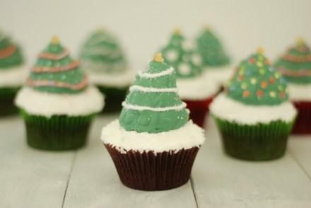 christmastreehi-hatswithhiddenpresents4