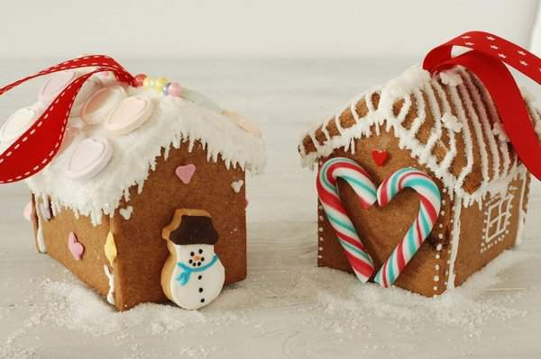 Gingerbread House Tree Ornaments 5