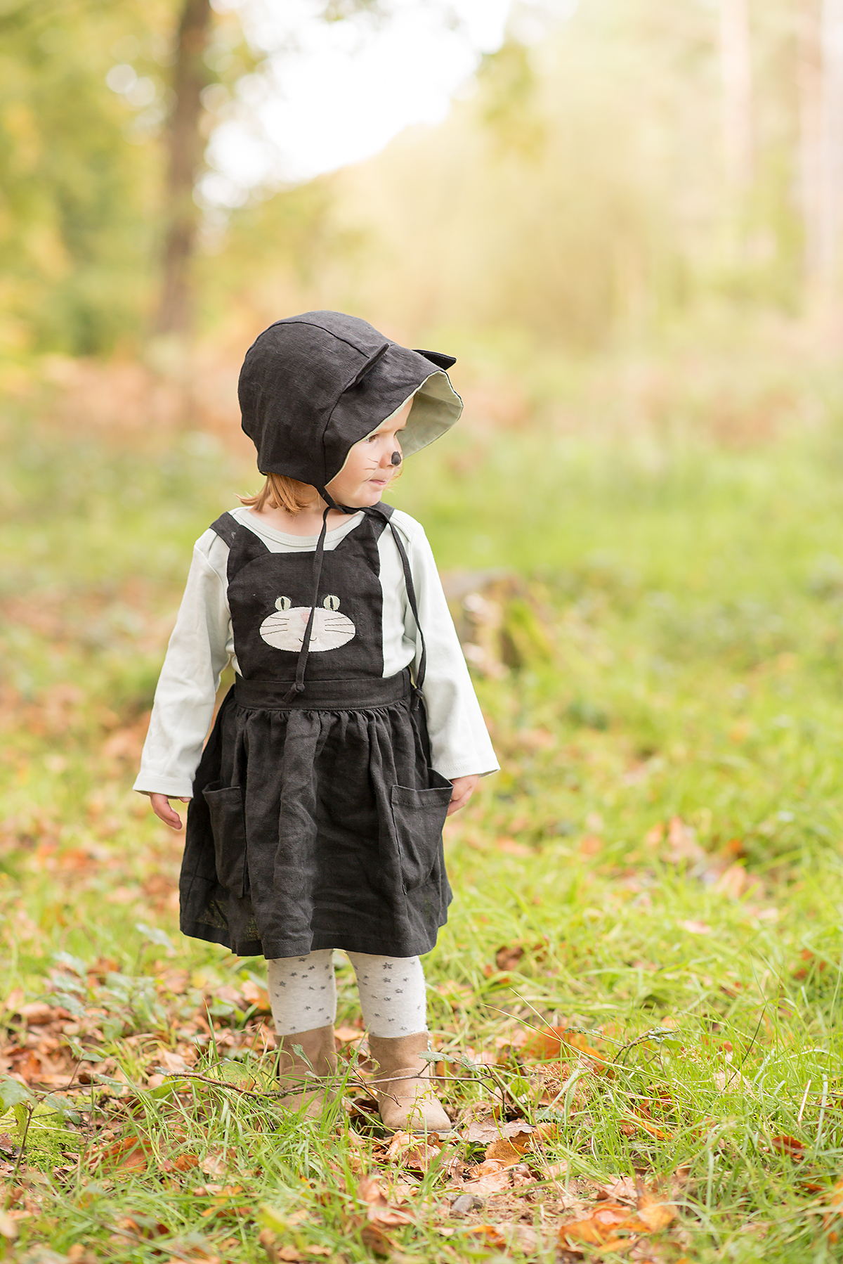 Black cat pinafore and bonnet costume