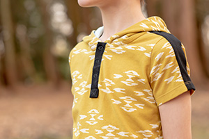 Titchy Threads - Rowan Tee Henley Placket Tutorial close up thumbnail